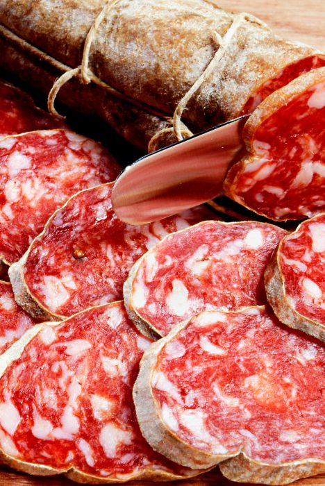 sliced-fresh-spicy-italian-salami-7MA9HC3.jpg